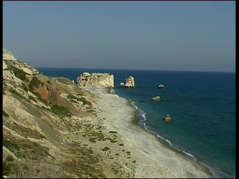 aphrodite rock, cyprus (with audio) - felswand stock-videos und b-roll-filmmaterial