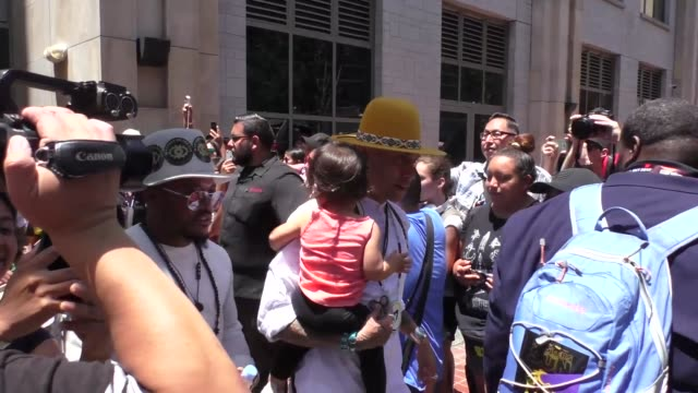 stockvideo's en b-roll-footage met apldeap and taboo of the black eyed peas at celebrity sightings at san diego comiccon international on july 21 2017 in san diego california - apl.de.ap