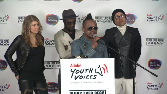stockvideo's en b-roll-footage met apldeap tells why it is so important for them to give back tells his personal story of benefitting from foundations at the black eyed peas at the... - apl.de.ap
