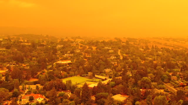 apocalyptic orange sky over the san francisco bay area on 09.09.2020 due to wildfires in california and oregon - fire natural phenomenon stock videos & royalty-free footage