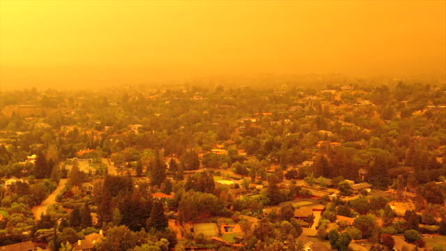 apocalyptic orange sky over the san francisco bay area on 09.09.2020 due to wildfires in california and oregon - damaged stock videos & royalty-free footage