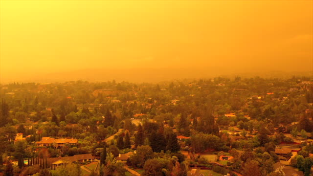 apocalyptic orange sky over the san francisco bay area on 09.09.2020 due to wildfires in california and oregon - climate change stock videos & royalty-free footage