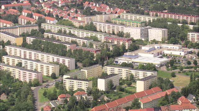 vídeos y material grabado en eventos de stock de apolda and plattenbau public housing - east berlin