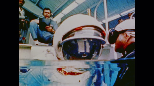 apollo astronaut testing spacd suit by going face-down into pool of water - anno 1975 video stock e b–roll