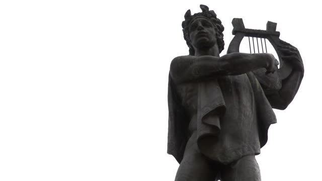 cu apollo  fontain - statue on rainy day  - gott stock-videos und b-roll-filmmaterial
