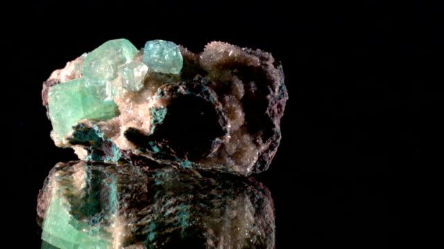 apophyllit - 回転の鉱物 - 半透明点の映像素材/bロール