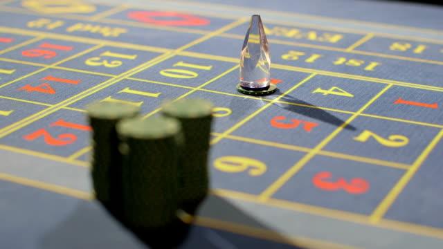 vídeos de stock e filmes b-roll de appearing into focus casino chips on the table - ficha de apostas