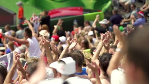 applauding fans at sporting event - åskådare människoroller bildbanksvideor och videomaterial från bakom kulisserna