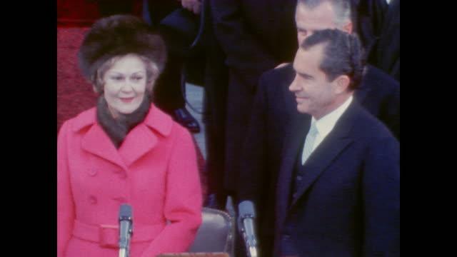 stockvideo's en b-roll-footage met applause begin as president richard nixon prepares to speak - congreslid