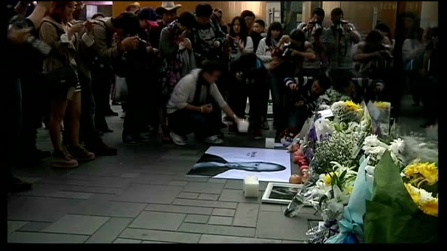 apple cofounder steve jobs dies aged 56 usa new york ext people gathered around shrine outside store to apple founder steve jobs tilt down flowers... - founder stock videos and b-roll footage