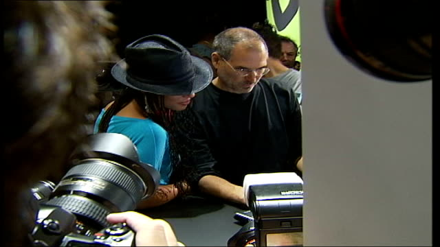 apple corps loses to apple computers in court battle file / tx int singer alicia keys and steve jobs posing for photo opportunity at launch of... - alicia keys stock videos and b-roll footage