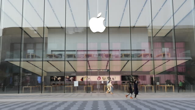 apple has extended the closures of its stores in china until the end of next week due to coronavirus concerns, as reported earlier friday by... - china east asia stock-videos und b-roll-filmmaterial