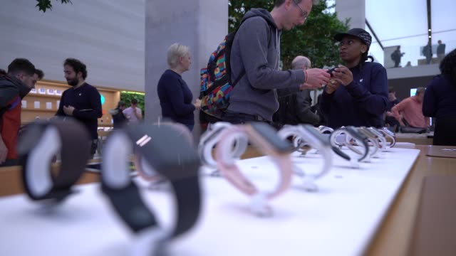 apple launch a new apple watch series 4 at apple store regent street on september 21 2018 in london england - apple computer stock-videos und b-roll-filmmaterial