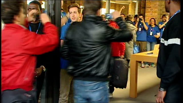 london covent garden apple store photography** crowds of apple customers queueing outside apple store chant 'countdown' to store opening sot... - apple store stock videos & royalty-free footage