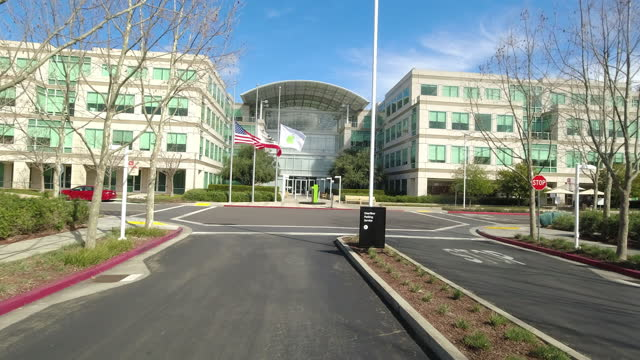apple office building and flags - fensterfront stock-videos und b-roll-filmmaterial