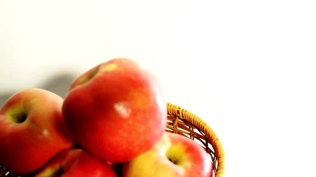 アップル、ホワイト - レッドデリシャス点の映像素材/bロール