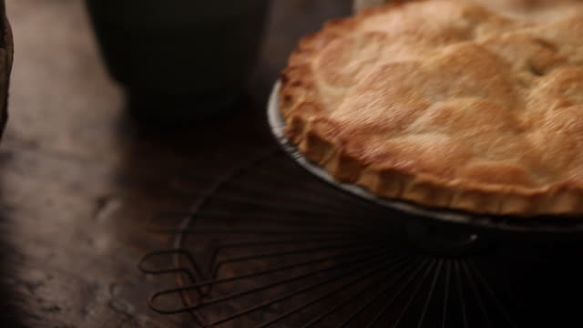 cu pan apple pie kept on cooling rack / london, uk - rustic stock videos & royalty-free footage