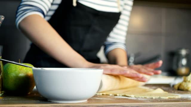 vídeos de stock, filmes e b-roll de torta de maçã - home made
