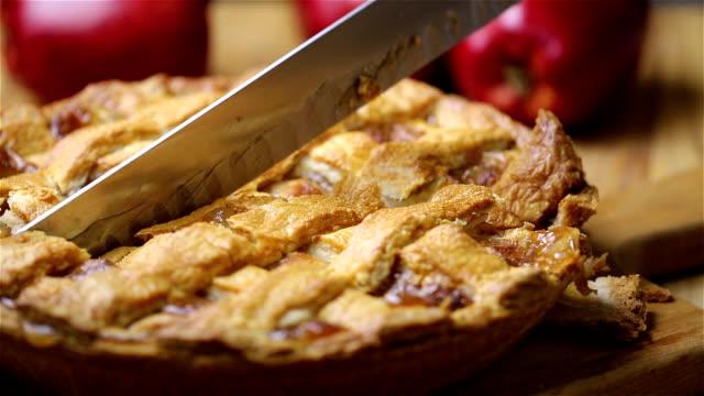 vídeos y material grabado en eventos de stock de pastel de manzana - pastel dulce