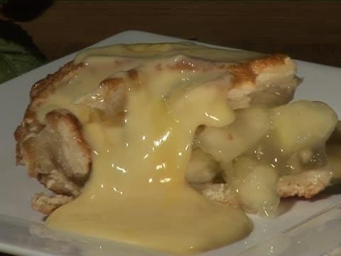 Apfelkuchen mit Vanillesauce