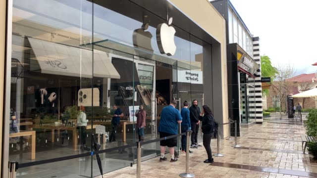 apple store valencia town center at 2pm in santa clarita, california on march 13, 2020 in various cities, united states. - big tech stock videos & royalty-free footage