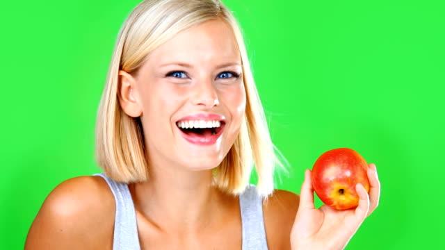 stockvideo's en b-roll-footage met appels zijn gezond en lekker! - natuurlijk haar