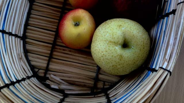 りんごのバスケット - レッドデリシャス点の映像素材/bロール