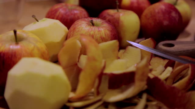 stockvideo's en b-roll-footage met apples peeled with a knife - home economics