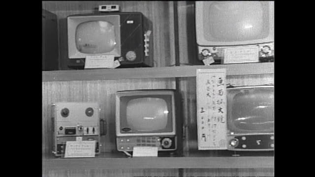 1959 appliances hit the store shelves - 1950~1959年点の映像素材/bロール