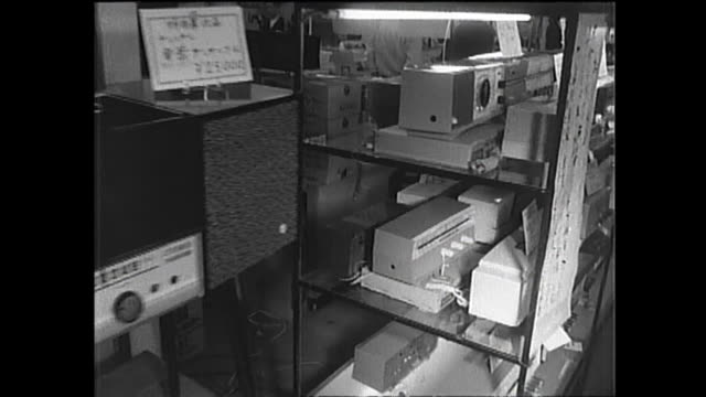 1959 appliances hit the store shelves - 1950点の映像素材/bロール