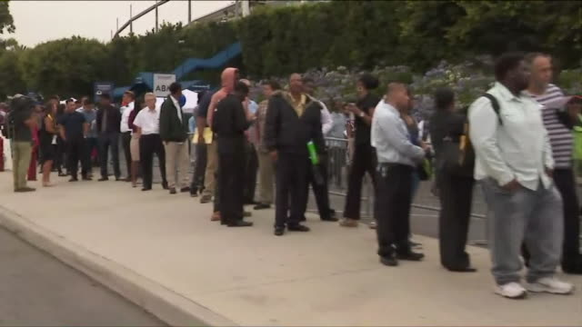 vídeos de stock e filmes b-roll de ktla applicants line up outside stubhub center ahead of a job fair - desemprego