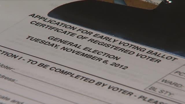 vídeos de stock, filmes e b-roll de wgn application for early voting ballot on november 03 2012 in chicago illinois - título de eleitor