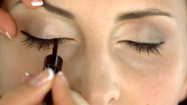 HD: Applying Eyeliner