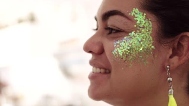 顔にキラキラを適用 - リオデジャネイロ点の映像素材/bロール
