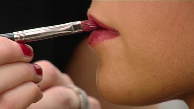 vídeos de stock, filmes e b-roll de applying make-up to lips with brush - pincel