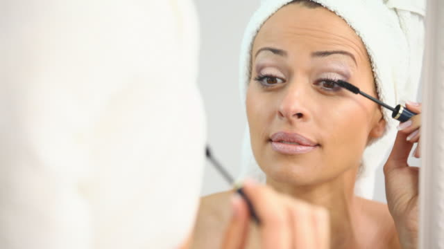 HD 1080: Applying mascara