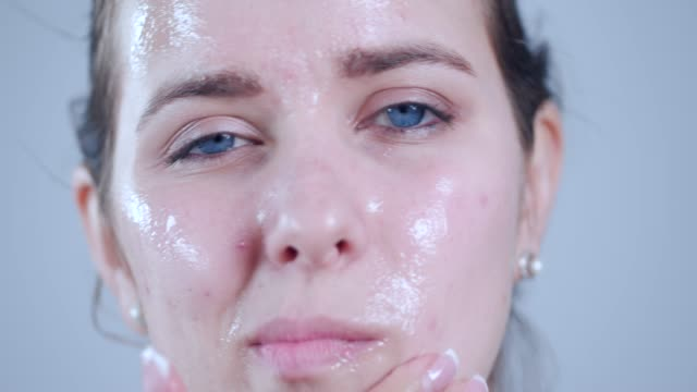 applying peel off mask on face - scrubbing stock videos & royalty-free footage