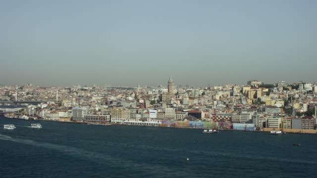 approach to beyoglu district in istanbul - イスタンブール 金角湾点の映像素材/bロール