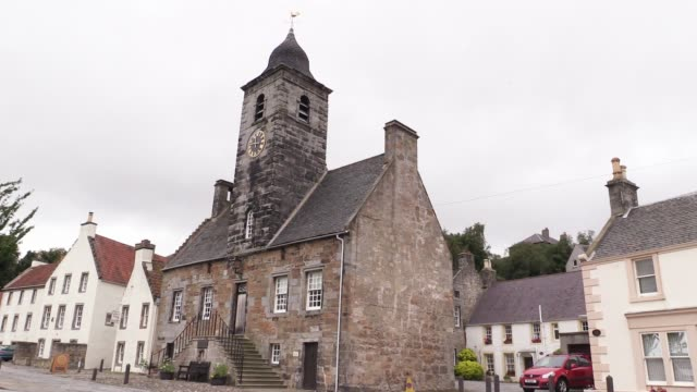 approach to culross the townhouse and palace as it is the most complete example of a 16th/17th century village in scotland it is often used for... - jack hawkins stock videos and b-roll footage