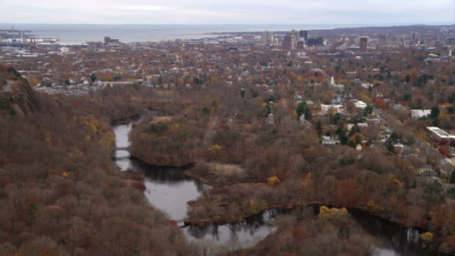 approaching downtown new haven, connecticut, whitney avenue at right. shot in november 2011. - new haven stock-videos und b-roll-filmmaterial