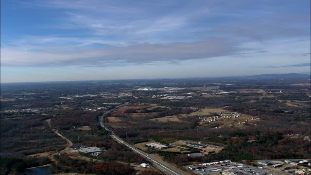 annäherung an südcarolina - luftbild - greenville, spartanburg county, vereinigte staaten von amerika - south carolina stock-videos und b-roll-filmmaterial