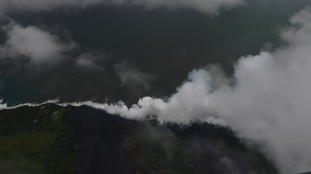 approaching halemaumau crater outside of the tfr to document ash pluming into the air generated by a rock fall right before noon pu'u o'o continues... - mittag stock-videos und b-roll-filmmaterial