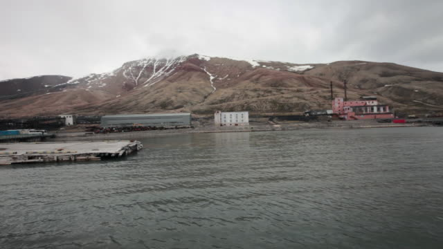 approaching the abandoned russian settlement and coal mining community pyramiden on the archipelago of svalbard, norway - 1927 stock videos & royalty-free footage