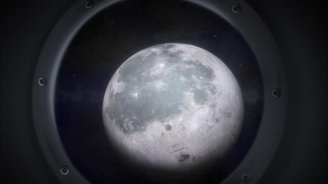 vídeos de stock e filmes b-roll de aproximar a lua - nave espacial