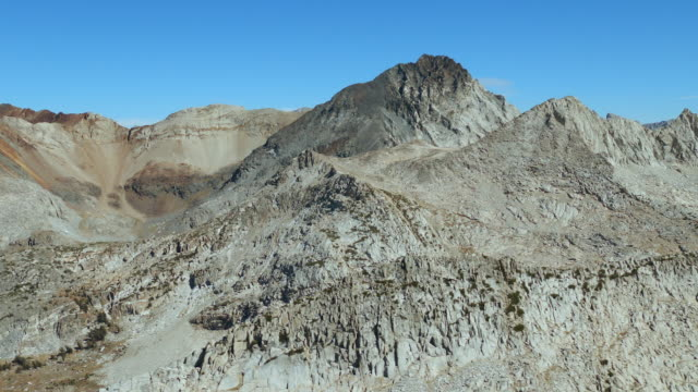 approaching the peak of red and white mountain, one of the peaks in the sherwin range of the sierra nevadas in the john muir wilderness area, northern california. - wilderness area stock videos & royalty-free footage