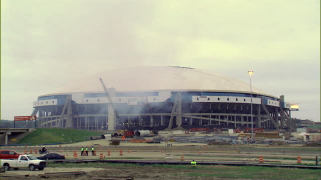 vidéos et rushes de april 11, 2010 ws implosion of texas stadium / irving, texas, usa - imploding