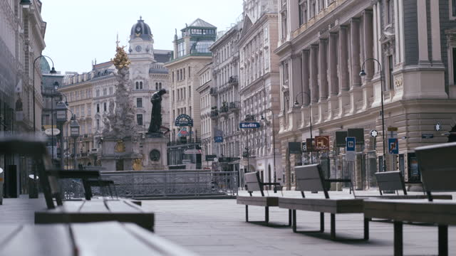 april 12 2020: daytime view of a deserted pedestrian zone with the joseph's fountain and the plague column in vienna, austria during the covid 19... - 歩行者専用地域点の映像素材/bロール