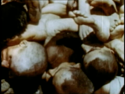 april 16 1945 montage dead bodies stacked on wagon at buchenwald / weimar thuringia germany - campo di concentramento di buchenwald video stock e b–roll