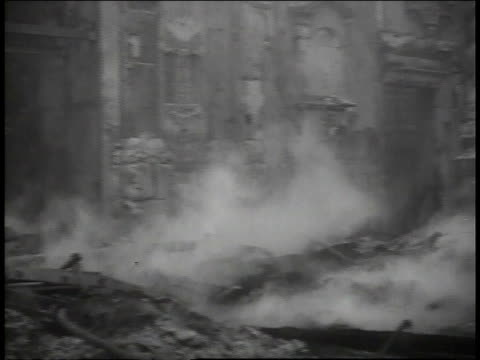 vídeos y material grabado en eventos de stock de april, 1941 fires smoldering on bombed out london streets / united kingdom - el blitz