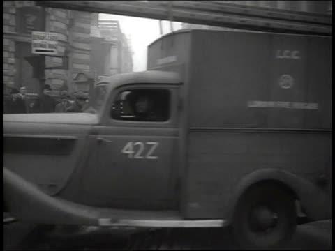 april, 1941 ws truck passing officers directing traffic / london, united kingdom - förderleitung stock-videos und b-roll-filmmaterial
